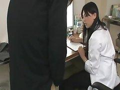 Sıcak Asyalı Doktor Handjob