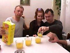 Babası Ve kız arkadaşı İle Rus Orgy
