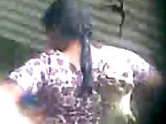 desi indian Tantchen unter Bad hidden cam
