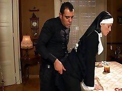 Yaramaz Rahibe