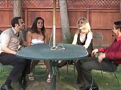 Nina Hartley & Stefānija Swift mijmaiņas darījumu partneriem