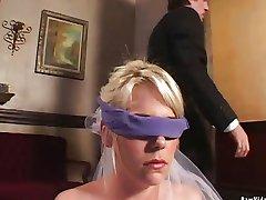 Slutty Braut gibt Doppel blowjob