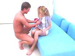青少年在辫子获取肛门creampied