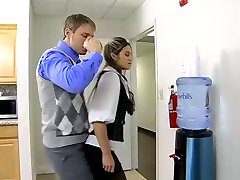 office-Schlampe ficken in der Toilette