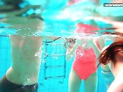3 çıplak kızlar suda eğlenmek