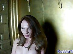 Solo ryska trans runkar sin hårda kuk