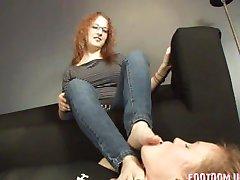 urata fata sexy picioare