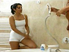 מקלחת עם מאמן