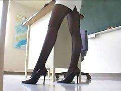 Sexy Japanse Leraar in Minirok Panty