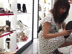 Upskirt Shoe Store Pomočnik 3