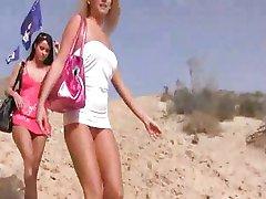 Vier Schönheiten am Strand