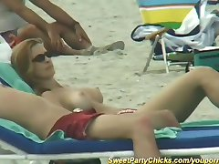 tiesus paplūdimio jaunikliai