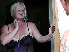 Blonde nyter frisk kuk i hennes fitte fett