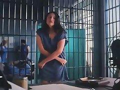 Strip in de vrouwen gevangenis
