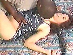 Domácí interracial threesome part 1
