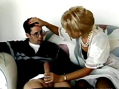 Blond milf buttsex med ung man