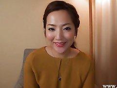 Japanische Hausfrau NATSUMI