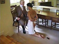 Muškarac disciplina служанку