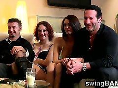Hotties hacer un show en frente de sus hombres en XXX reality show