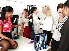 कार्यालय में लेस्बियन पार्टी