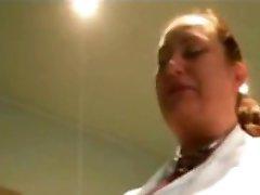 Zdravotná Sestra S Veľkými Prírodné Prsia, Čo Fajčenia