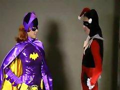 Batgirl Catfight Förnedring