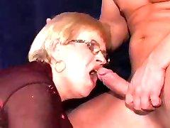 babica v dp in obraza na njeno očala