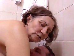 Une belle presenečenje au salle de bain jih Clessemperor
