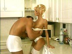 Anita Blond - Posnetek (Rojstni Dan)