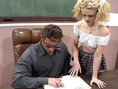 Симпатичная Блондинка Трахает Ее Учитель