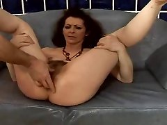 Hairy saggy mature ass fucked and squirting