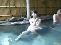 एशियाई बेब एक गर्म लड़की हो रही महसूस किया 1