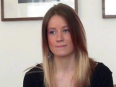 Pekná maďarská dievča s tesnosť tela sa casting