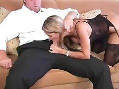 Undertøy Blonde Milf.... Gjør Hun Gjør Ham Cum?