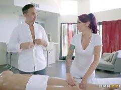 Brazzers - Seksualus, trijų ant masažo stalo