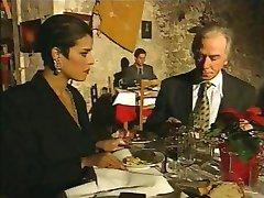 אלגנטיות איטלקית בוגרת רמאות הבעל על המסעדה