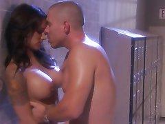 סקסית במקלחת לעזאזל עם חמה נדיה סטיילס
