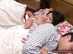 Miki Sato nipponjin nobriedusi sieviete