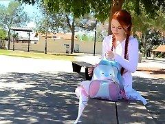 ג ' ינג ' ית תלמידת בית ספר