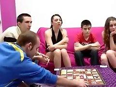 Ispanų paaugliai svingeriai ir berniukas su didelis gaidys