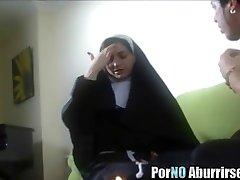 Похотливая монашка отжигает