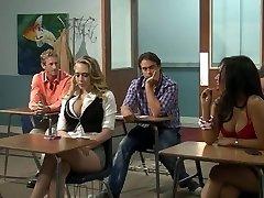 Грудастая блондинка студентка Кэгни Линн Картер
