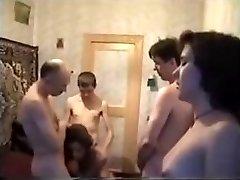 חילופי זוגות מסיבה בבית
