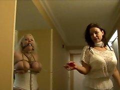 पूर्ण लगा लड़की hogtied में सफेद नीचे पहनने के कपड़ा
