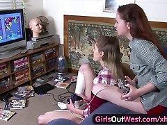 Tüdrukud Välja Lääne - Karvane ja kõhn Aussie lesbi tibud