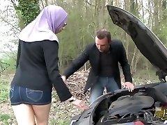 שרה AbdelKhader suce בן mec dans la voiture Beurette הטיול