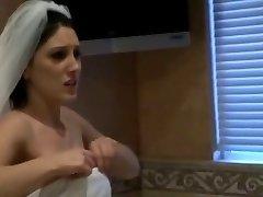 Mindy gaat trouwen