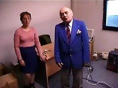 Grda Gospa Jebe In Liže starec's Rit