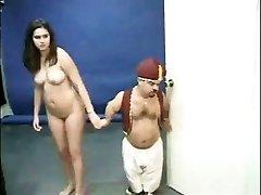 Kacey Kox et un nain