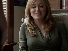 Sasha Alexander Shameless S05E09 Lip heads down on Helene
